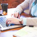 تمارين خاصة لمرض موظفي المكاتب | مشاكل الجلوس لفترة متواصلة في مكتب العمل