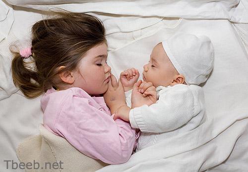 إجعلي طفلك يأخذ غفوات بانتظام   نصائح في مشاكل النوم لدى الأطفال من عمر أربعة أشهر إلى سنتين