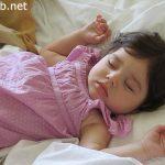 ساعدي طفلك ليعود للنوم في سريره | نصائح في مشاكل النوم لدى الأطفال من عمر أربعة أشهر إلى سنتين