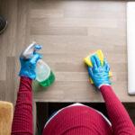 احتياطات الحامل في البيت حول الطلاء، التنظيف، والاستحمام