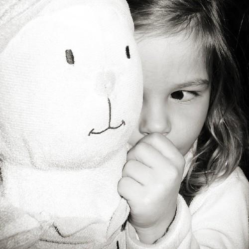مشاكل الأطفال في النوم: الخوف من الظلام والتسلل لفراش الوالدين ليلاً