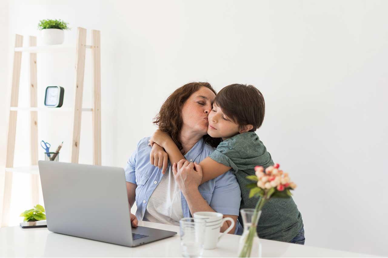 مشكلة التعلق المفرط للطفل بالأم