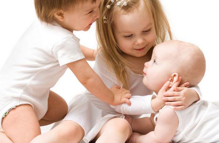 تطور النمو الانفعالي للطفل الرضيع