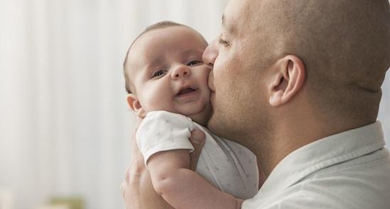 مشاركة الأم استقبال الطفل مع الأسرة