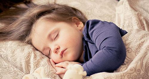 نوم الطفل من عمر سنة إلى ثلاثة سنوات