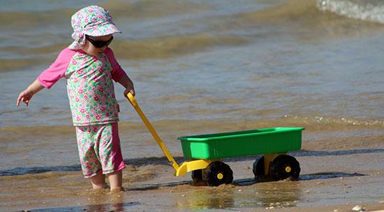 اللعب خارج المنزل | المحافظة على سلامة وأمان الطفل