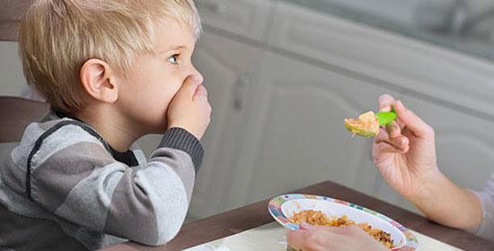 أخطاء الوالدين الشائعة في تغذية الطفل