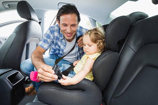 رفض ربط حزام الأمان أو الجلوس على مقعد السيارة   تأديب سلوك الطفل