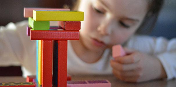 علاج التوحد بواسطة اللعب
