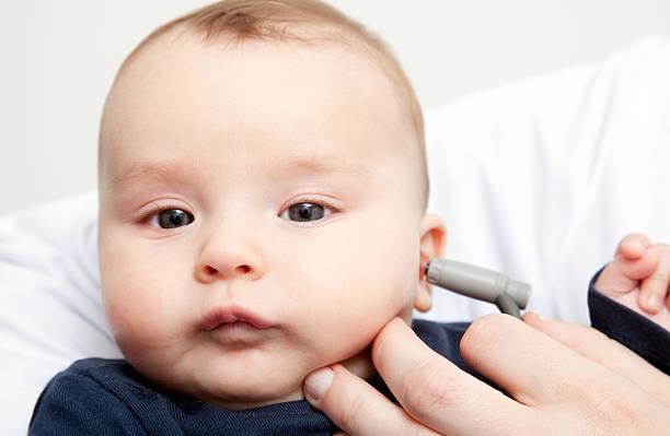 Image result for طفلك مصاب بثقب طبلة الأذن