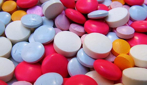 تناول الأدوية مع الرضاعة الطبيعية