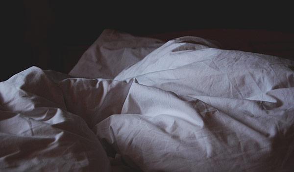 أنواع الأرق وأعراضه، تعريف النوم ومراحله