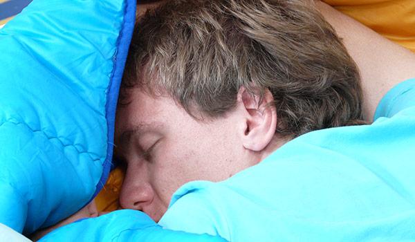 كم عدد ساعات النوم الذي تحتاج إليه