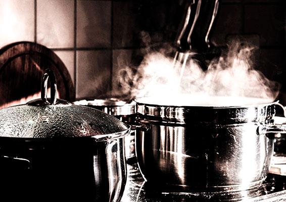 أضرار الطبخ والطعام الساخن