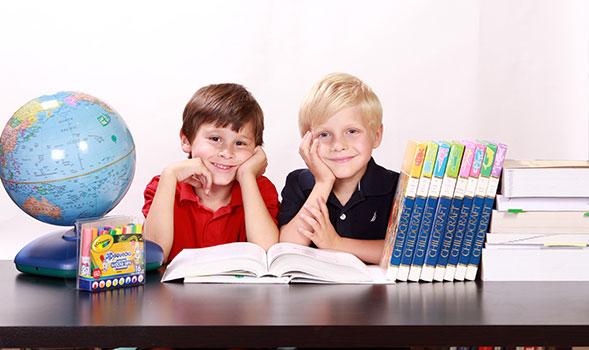 المشكلات المنزلية والمدرسية على الطفل بطيء التعلم
