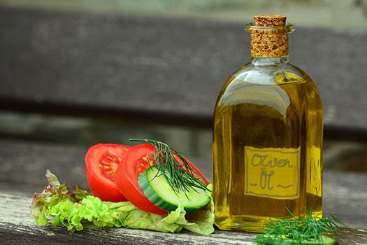 زيت الزيتون صحي أم ضار؟ Olive oil