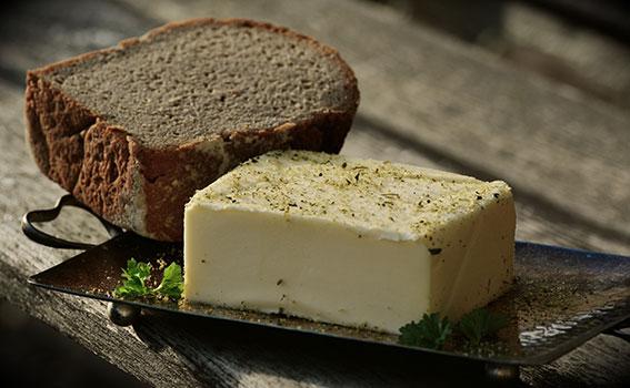 الزبدة صحية أم ضارة؟ Butter