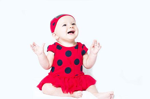 الأسنان المعقوفة للطفل في الشهر السابع