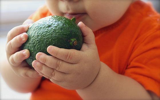 غذاء الطفل في الشهر السابع   الأكلات الخفيفة والوجبات الأساسية