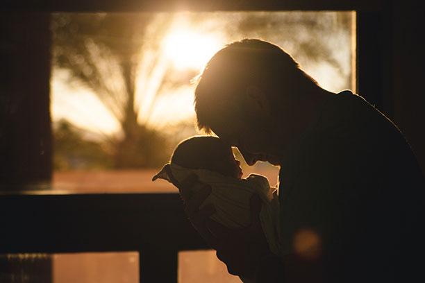 المشاعر الأولية للآباء مع المولود الجديد