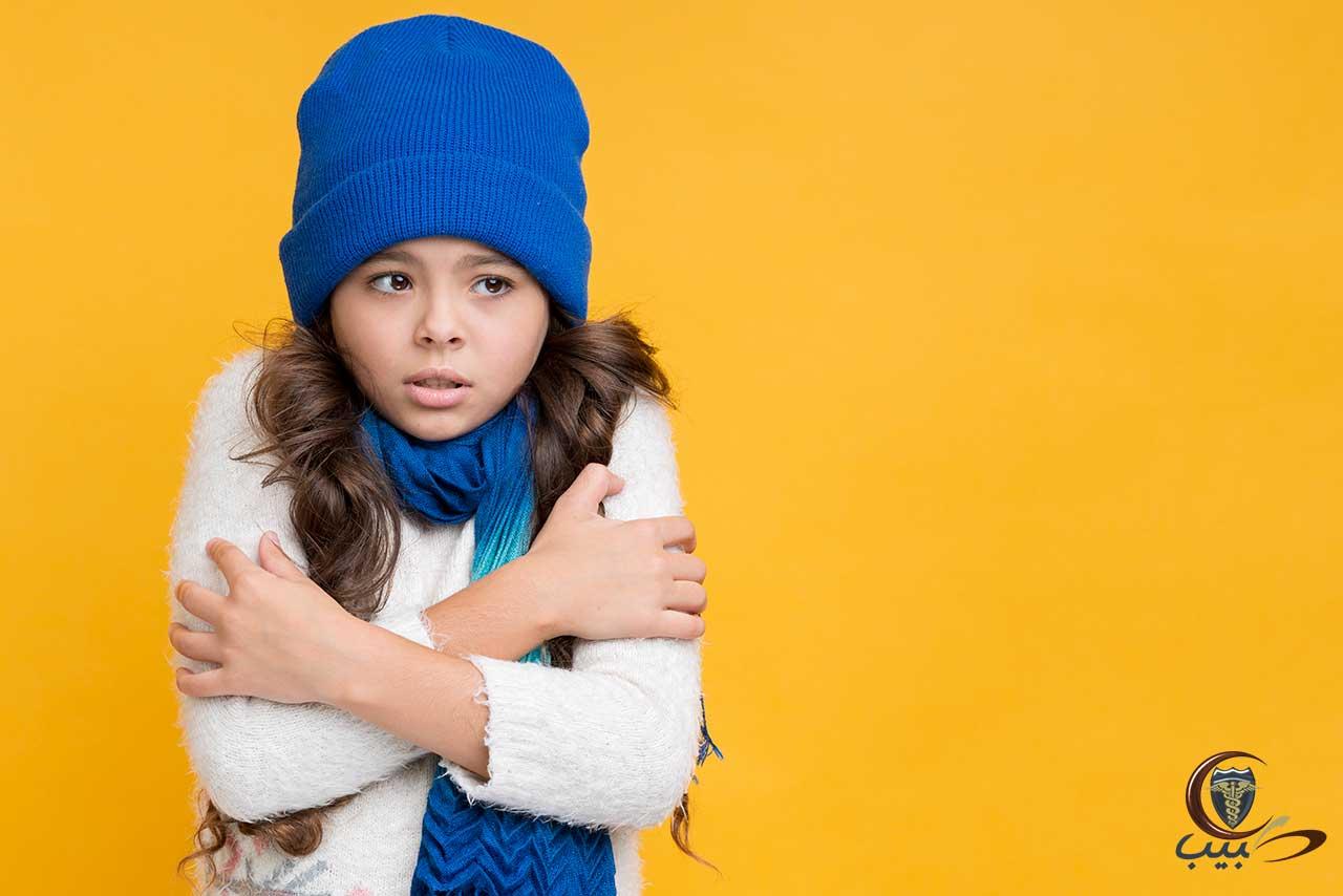 إجراءات السلامة للطفل أثناء برودة الطقس أو التعرض للشمس