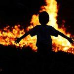 الإسعافات الأولية للطفل في حالة الحروق الحرائق والدخان