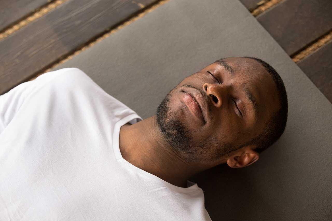تمارين يوغا لعلاج الأرق ومشاكل النوم