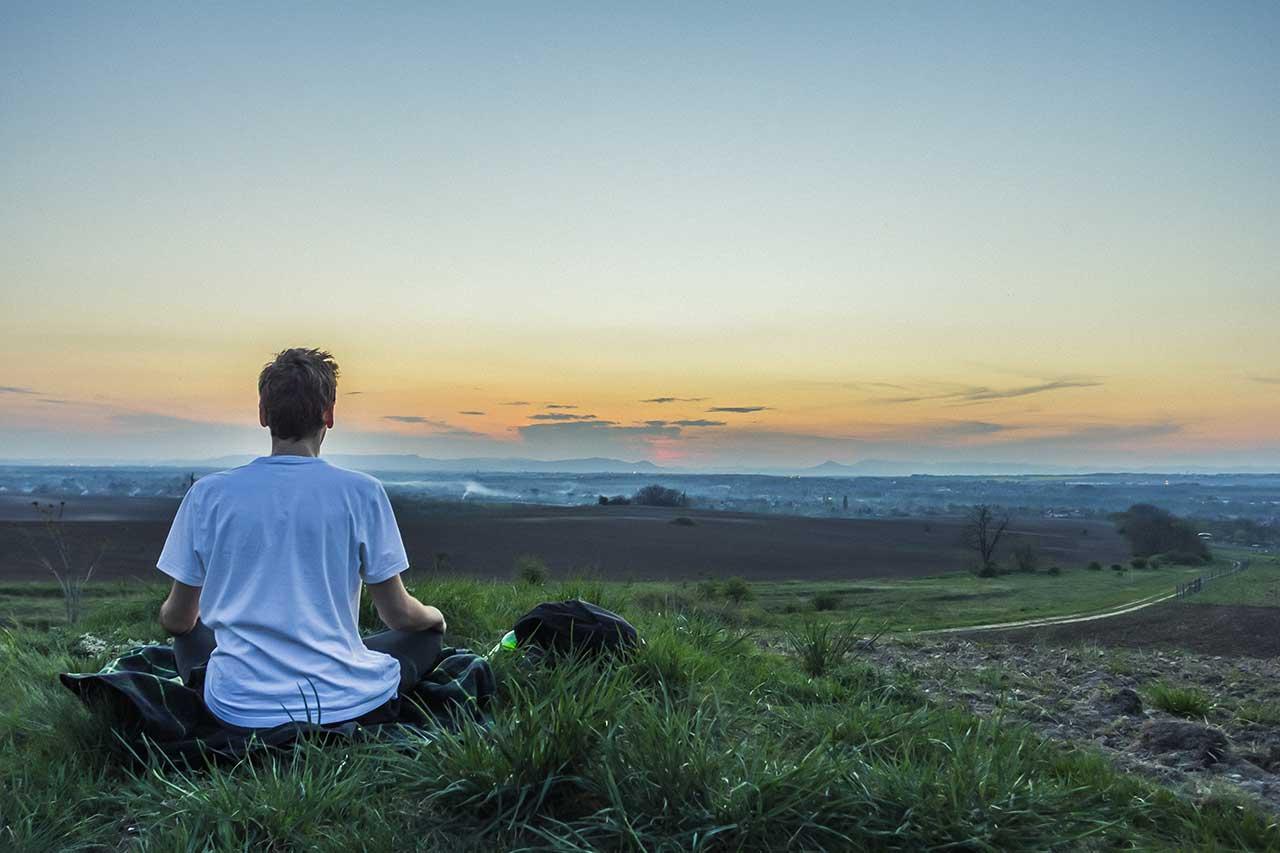 تمارين يوغا لعلاج القلق ونوبات الذعر