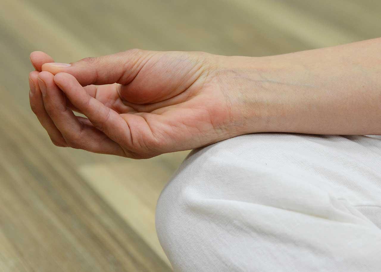 تمارين يوغا لعلاج مشاكل سن اليأس