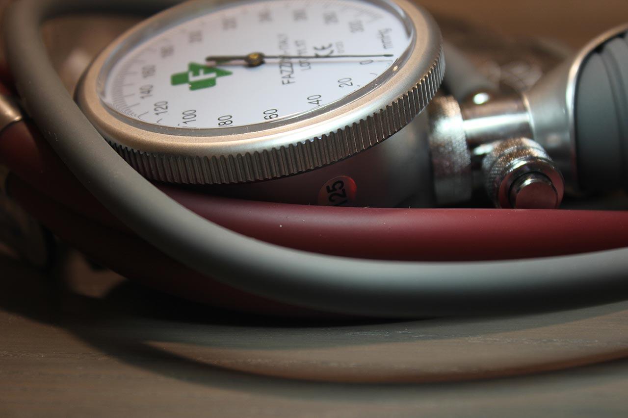 الأدوية الخافضة لضغط الدم وأضرارها والعلاج في الطب البديل